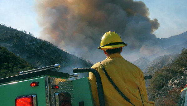 В Калифорнии эвакуировали около пяти тысяч жителей из-за лесного пожара