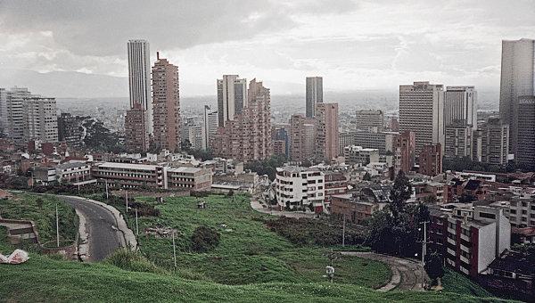 В столице Колумбии тысячи человек разделись для фотоакции Спенсера Туника