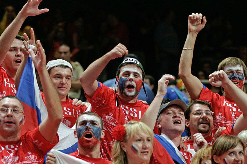 Сборную России в матче с Англией на Евро поддержат 15 тысяч болельщиков
