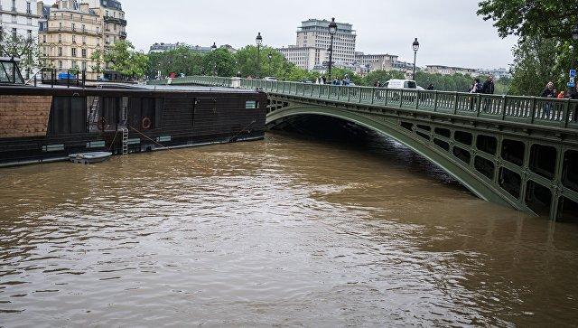 Во Франции в затронутых паводком коммунах объявят режим стихийного бедствия