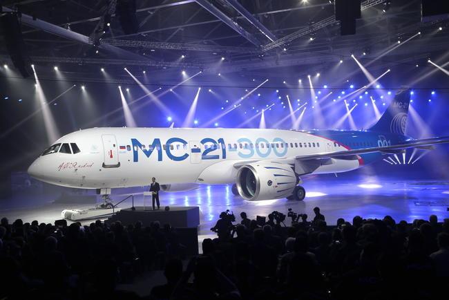 «Иркут» представил новый российский пассажирский самолет МС-21