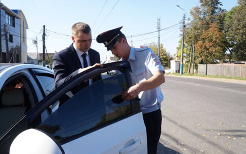 В Брянске более 100 водителей оштрафовали зазлоупотребление тонировкой