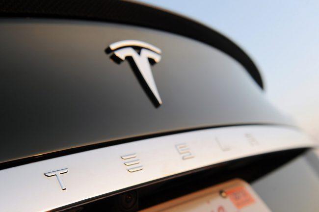 Tesla ремонтирует автомобили в обмен на молчание своих клиентов