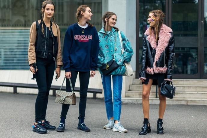 дача СНТ люди в одежде май на улице лондона 2016 утра имеет