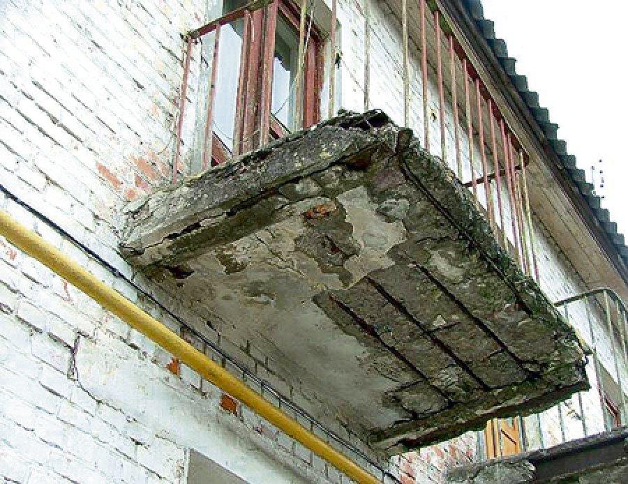 Протекает балкон кто должен ремонтировать.