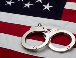 """В США """"ведьму"""", запугивавшую внучку, приговорили к пожизненному заключению"""