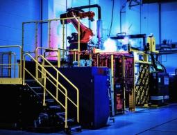 Adidas запускает полностью роботизированный завод по производству кроссовок