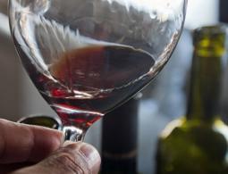 В Госдуме предложили установить минимальную цену на вино