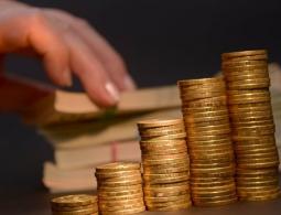 Эксперты рассказали, ждать ли обвала рубля перед выборами из-за санкций США