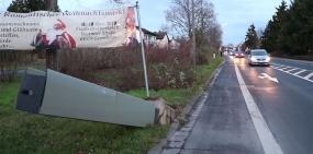 Пенсионер на тракторе уничтожил шесть дорожных камер в Германии