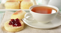 Горячий чай может защищать человека от помутнения глаз, считают медики