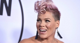 People признал певицу Пинк самой красивой женщиной года