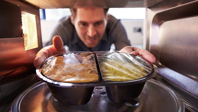 Микроволновка против кастрюли: где сохраняется больше витаминов