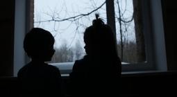 """""""Мужчины обычно не выдерживают"""". Что толкает родителей на отказ от детей"""