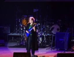 Рок-заряд: В Брянске выступила легендарная гитаристка Майкла Джексона Дженнифер Баттен