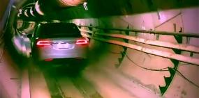 Видео: Tesla едет по рельсам в тоннеле новой транспортной системы