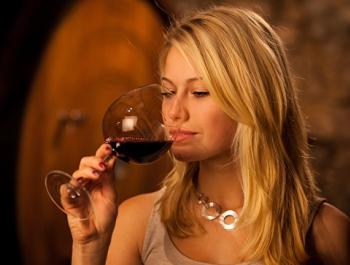 Пить умеренно или не пить совсем? Ученые разошлись во мнениях