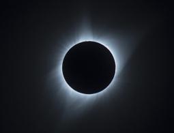 Ученые сообщили о затмении Солнца суперлуной в пятницу 13-го