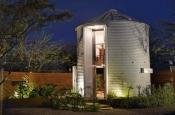 Молодожены превратили хранилище для зерна в роскошный дом