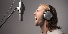 Скрежет и писк: почему людям не нравится звучание своего голоса