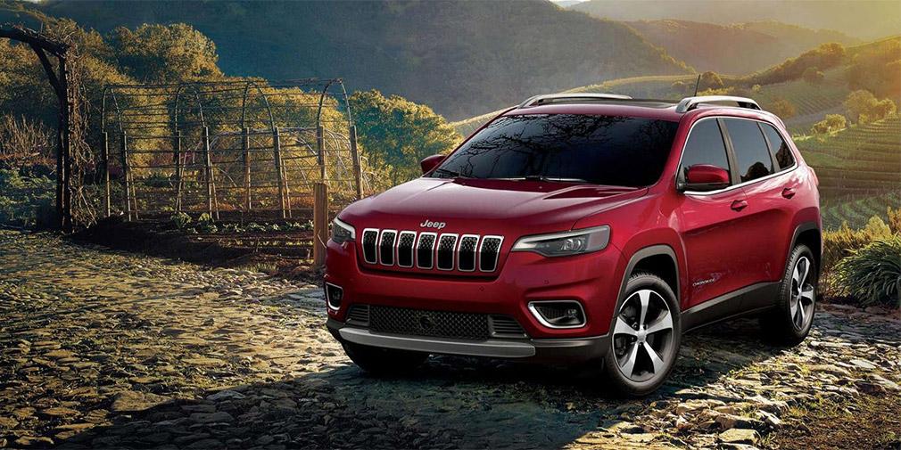 Jeep назвал российские цены на обновленный Cherokee