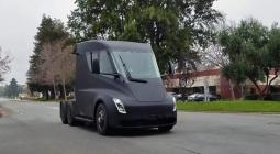Электрический грузовик Tesla без камуфляжа показали на видео