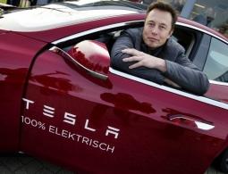Илон Маск хочет убрать Tesla с биржи. Он пообещал «выкупить» компанию за 82 миллиарда долларов