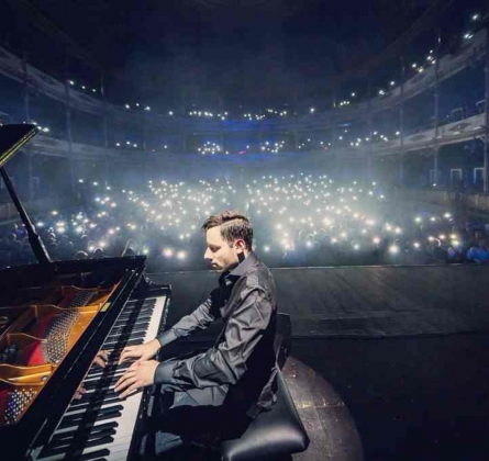 Peter Bence | The Awesome Piano