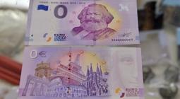 В мире распродано более ста тысяч купюр номиналом 0 евро с Карлом Марксом