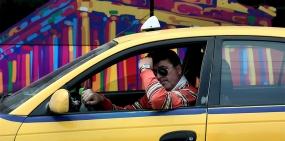 В Москве запретят работать в такси с иностранными правами