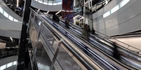 Минтранс разрешил перевозить детей в колясках в метро