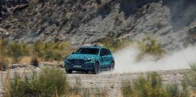Видео: электрический кроссовер Mercedes проходит испытания в пустыне