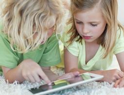 Гаджет-ножницы-бумага: ученые показали, как технологии вредят психике детей
