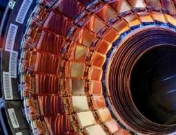 Эксперименты с БАК могут сжать Землю до размеров футбольного поля, предупреждают астрономы