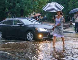 Госдума отказалась штрафовать водителей за обрызганных пешеходов