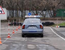 Учеников российских школ предложили обучать вождению