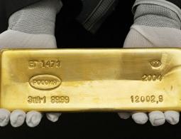 Россия что-то знает: мир гадает, почему она рекордно скупает золото