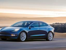В России назвали цены на Tesla Model 3