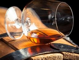 Подкрашенный спирт запретят называть коньяком