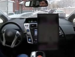 Видео: беспилотное такси «Яндекса» едет по Москве после снегопада