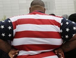 "Слабеют телесно и духовно: СМИ рассказали о ""кризисе"" американских мужчин"