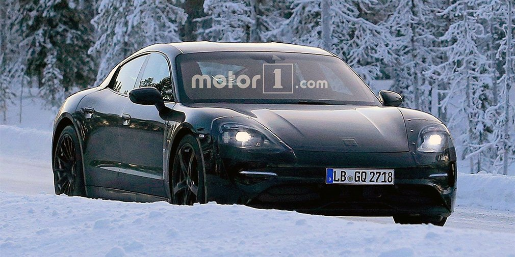 Испытания первого электрокара Porsche показали на видео