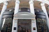 Модный дом Versace отказался от использования натурального меха