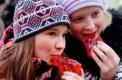 Устрицы, корюшка и пельмени с крапивой: лучшие праздники еды в марте