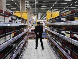 Госдума рассмотрит проект об ограничении торговли алкоголем в жилых зонах